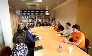 Principado y trabajadores de Vesuvius se quejan por «la falta de interés» de la compañía tras no acudir a la primera reunión