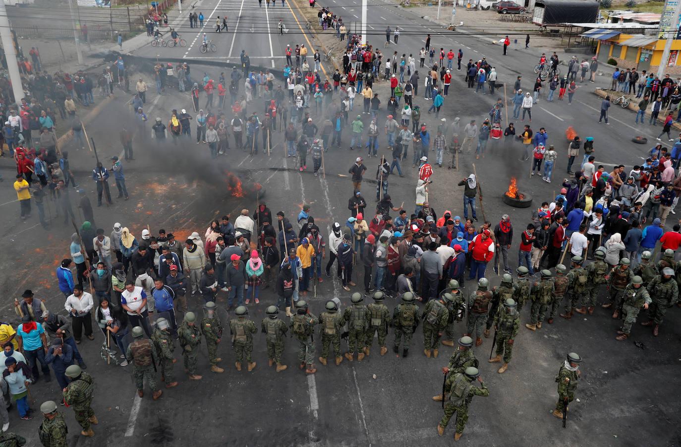Una persona muere en las protestas contra el alza de combustibles en Ecuador
