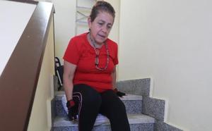 El calvario de Fani: cinco pisos arrastrándose para salir de casa