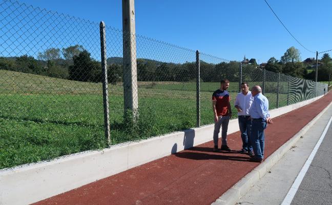 La senda peatonal entre Posada y San Cucao suma un kilómetro a su recorrido