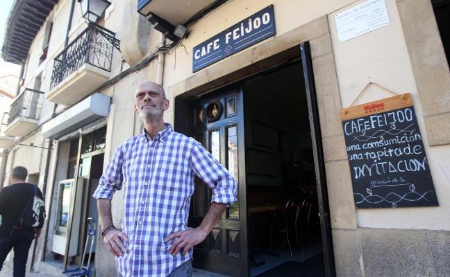 «Llevo treinta y tres años tras la barra del Feijóo y esto no es ningún 'after'»