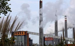 Arcelor trae más acero de Brasil mientras recorta en Asturias