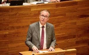 El consejero de Salud afirma que el asturiano no pondrá trabas para el acceso al empleo público