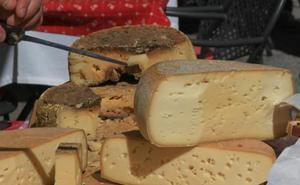 Sanidad retira trece nuevos lotes de queso de leche cruda procedentes de Francia