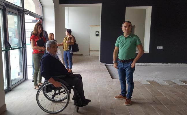 Los edificios públicos de Corvera tendrán señales accesibles en braille y pictogramas