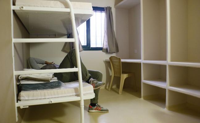 La cárcel de Otero y Renedo, a medio ocupar y con peluquería