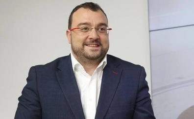 Barbón atribuye el rechazo de Vox a la oficialidad del asturiano a un «complejo de inferioridad»