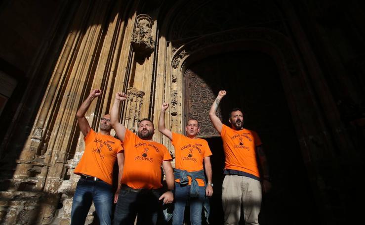 Encierro en la Catedral de Oviedo de los trabajadores de Vesuvius