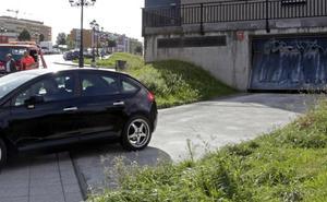 Hacen un puente a un coche para robarlo en un garaje de Oviedo y se queda parado a la salida