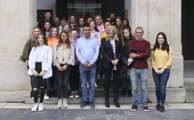 Recepción oficial en el Ayuntamiento a los alumnos irlandeses de Belfast