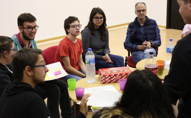 El Ayuntamiento dialoga con los jóvenes