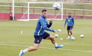 Sporting | Álvaro Vázquez: «Es importante no despegarse de la zona de arriba»