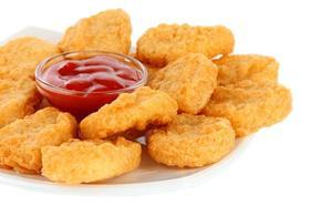 Denuncia a sus amigos por darle pollo cuando estaba ebria sabiendo que era vegana