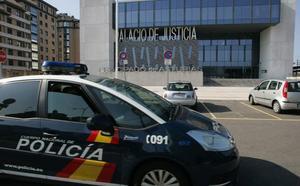 Detenido en un hostal de Gijón el acusado de abusar de siete niñas en la zona infantil de una sidrería de Oviedo