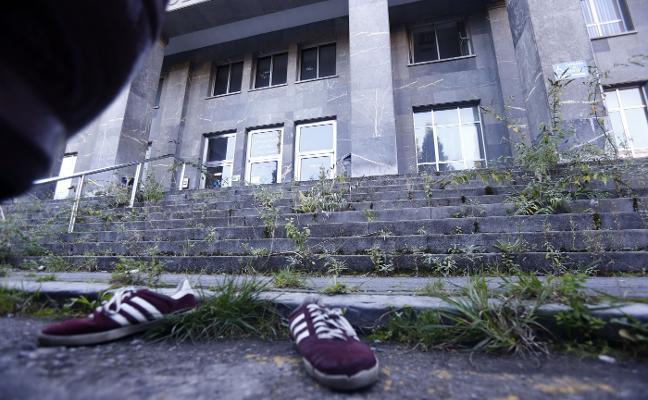 El antiguo HUCA de Oviedo es un «cementerio» sin futuro