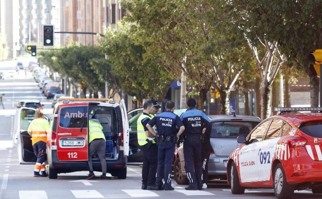 Herida una mujer al ser atropellada en la calle Río Eo