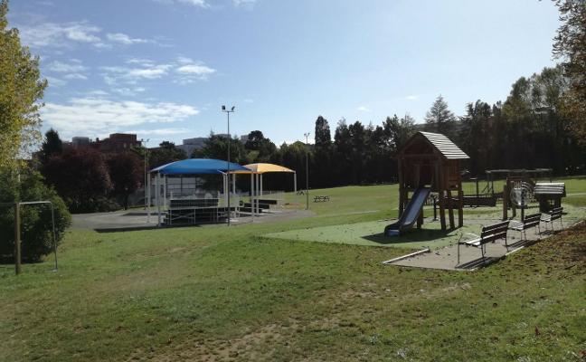 Tres gradas y área canina para el parque del Truébano