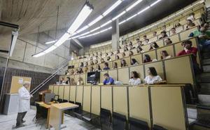 2.745 alumnos se quedan sin plaza en Medicina, que exige una nota de 12,51