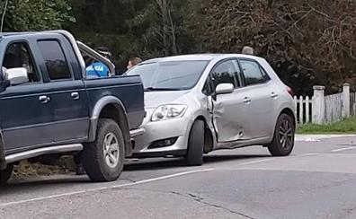 Un motorista herido tras chocar con un turismo en Infiesto