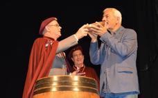 Carlos Sobera, cofrade del Vino de Cangas: «El vino es vida y cultura»