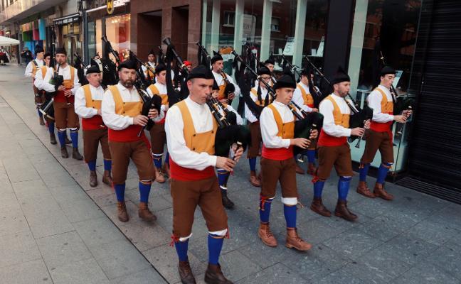Mieres celebra su festival de baile y música tradicional, el Ochobre Folk