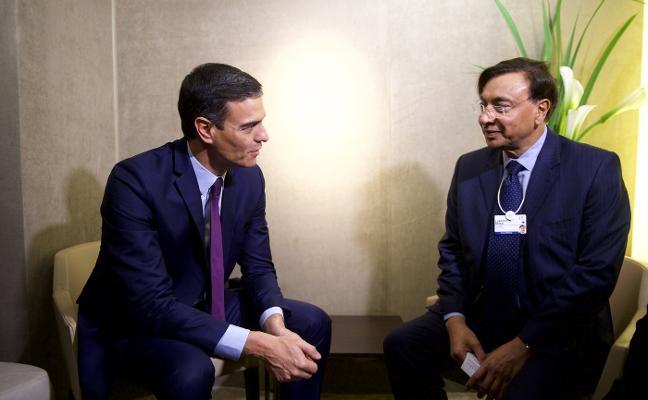 Sánchez se compromete ante Mittal a fijar el marco legal para que Arcelor siga en Asturias