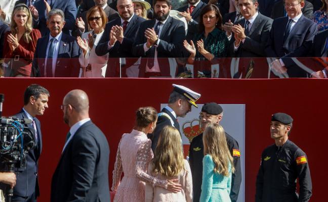Aplausos al Rey y abucheos a Sánchez en una accidentada Fiesta Nacional