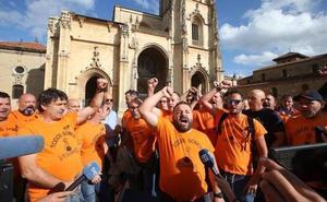 Nueva manifestación de apoyo a Vesuvius frente a la Catedral