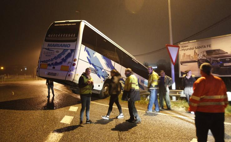 Accidente de autobús en Gijón con 34 pasajeros a bordo