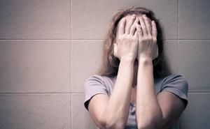 Condenan a 22 años de cárcel a un matrimonio en Granada por abusar él de sus dos hijas y permitirlo ella