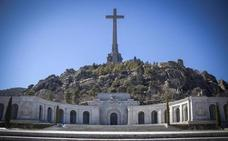 La familia Franco pide honores militares en la exhumación del dictador