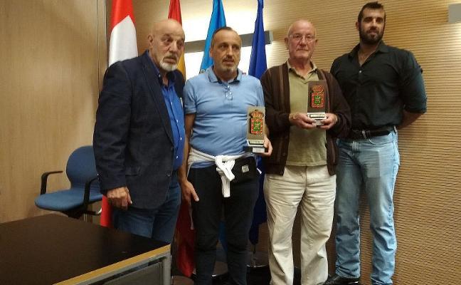 La pareja maliaya 'Teo y Tejón' gana el campeonato de Asturias de Dominó