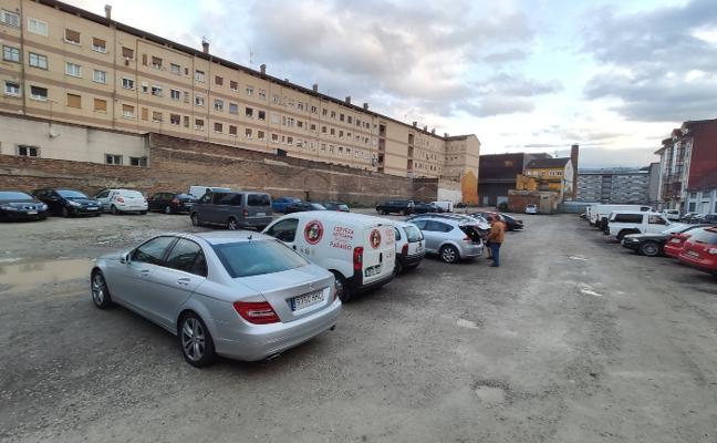 Langreo urbaniza el aparcamiento de la calle Julián Duro