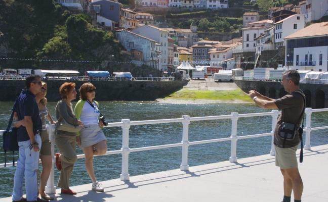 El número de turistas en Cudillero crece un 64% y alcanza los 50.000 en verano
