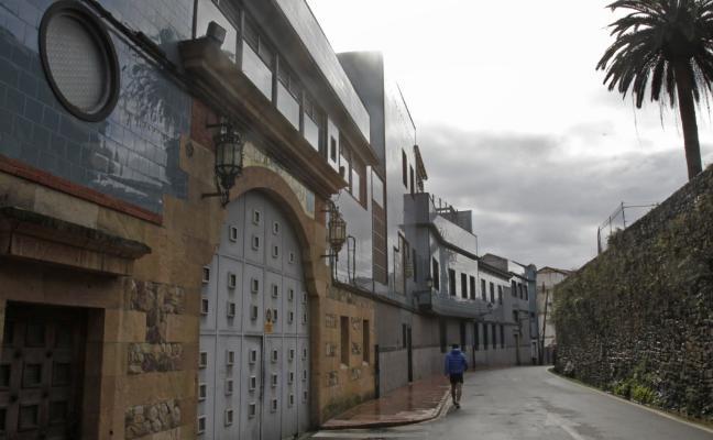 Canteli aplaza peatonalizar la calle Paraíso hasta la descontaminación de la Fábrica de Gas de Oviedo