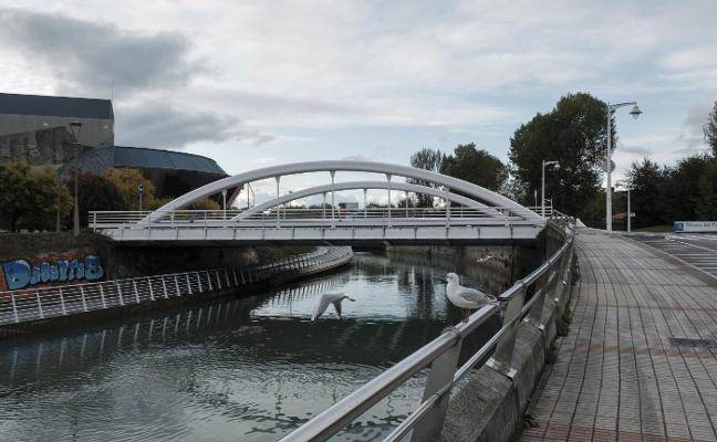 El Ayuntamiento de Gijón tomará muestras del agua del Piles dos veces al día durante un mes