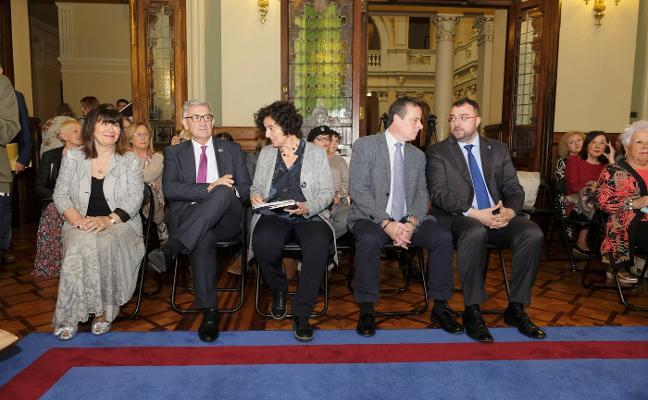La lectura del Día de las Escritoras aviva la polémica sobre el uso del asturiano en la Junta