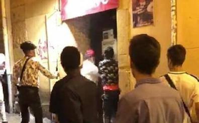 Detenido el menor que apuñaló a un portero de Oviedo en San Mateo