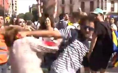 La Policía Nacional detiene al agresor de la mujer que portaba una bandera española