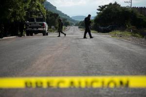 Un cartel acribilla a 13 policías en México
