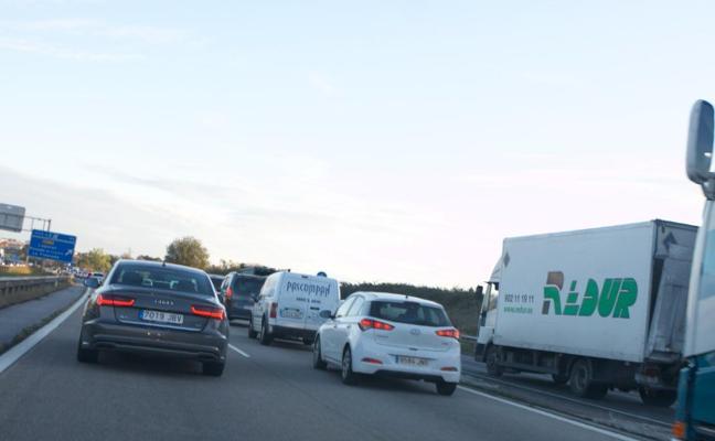 Dos accidentes provocan retenciones kilométricas en la 'Y' en plena hora punta