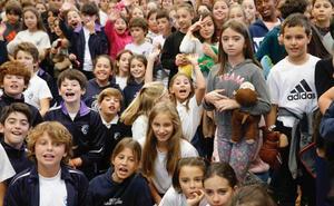 Mil escolares gijoneses baten el récord de reanimación cardiopulmonar simultánea