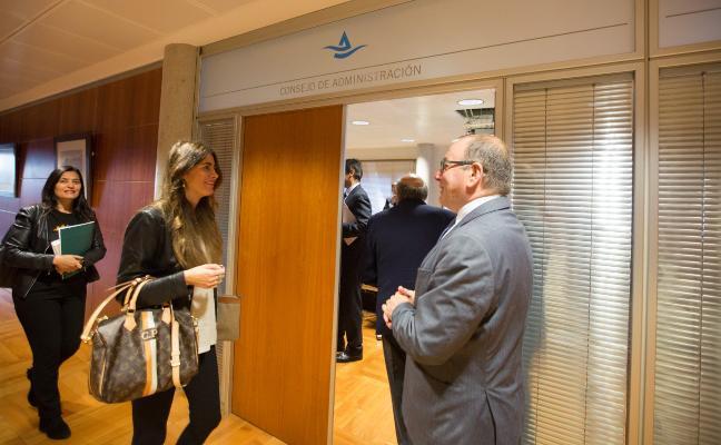 La alcaldesa de Castrillón pide inversiones de la autoridad portuaria en el concejo