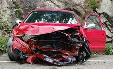 Un hombre resulta herido tras chocar con su vehículo en Cangas de Onís