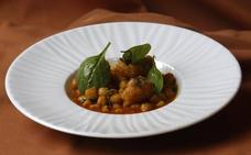 Garbanzos con espinacas y buñuelos de bacalao macerado en miso