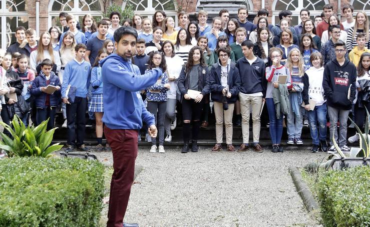 Shalman Khan resuelve enigmas matemáticos con alumnos asturianos