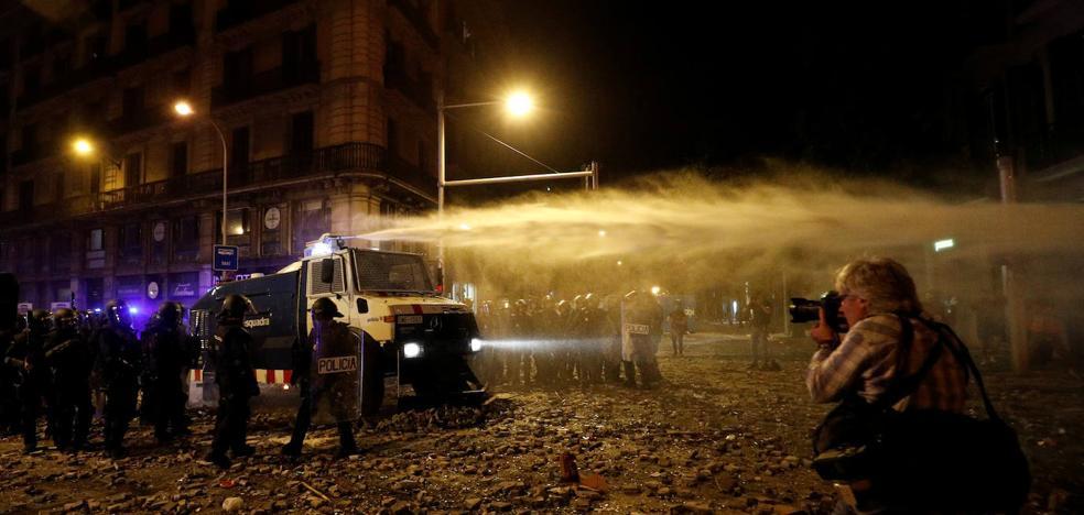 Los disturbios en la huelga general de Cataluña dejan 182 heridos y 83 detenidos