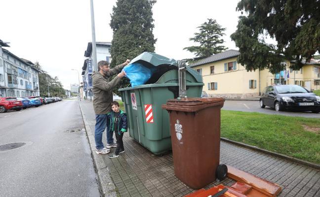 La recogida de basura orgánica llegará a todo el concejo a finales del próximo año