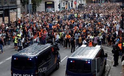 Un policía gallego, herido de gravedad tras recibir una pedrada en la cabeza en los disturbios de Barcelona