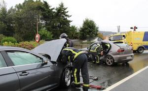 Tres heridos, uno grave, en un accidente de tráfico en Valdés